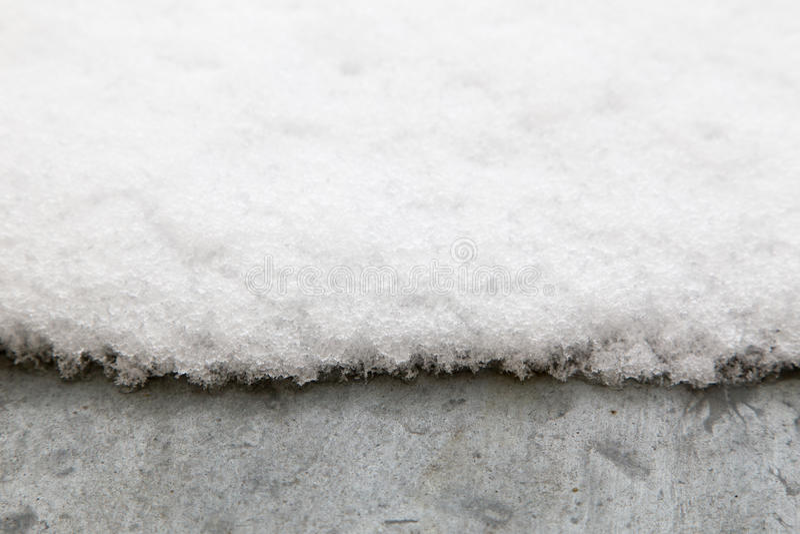 Neve no telhado do metal foto de stock royalty free