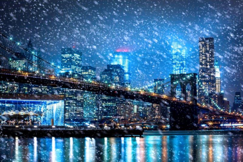 Neve que cai para baixo em New York City imagens de stock
