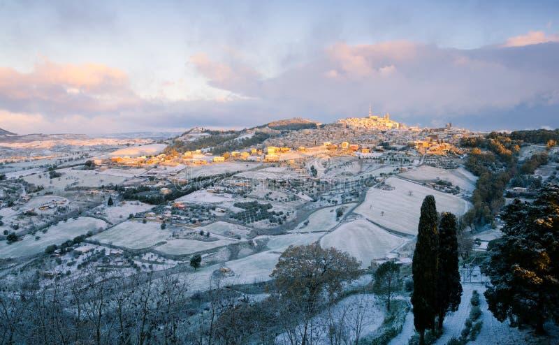 Neve sobre Caltagirone imagem de stock