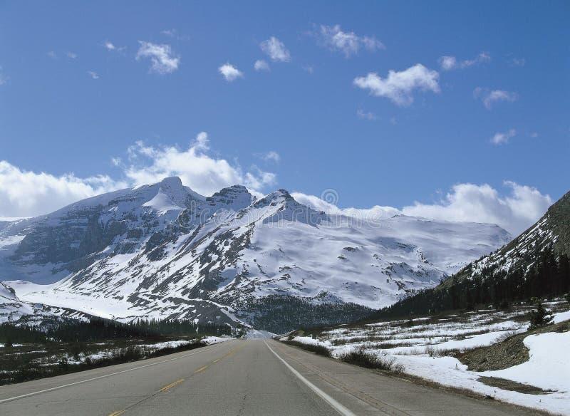 Neve sopra la montagna immagine stock