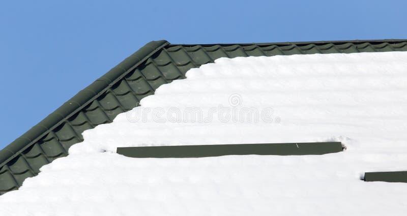 Neve sul tetto fotografie stock