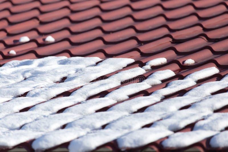 Neve sul tetto fotografie stock libere da diritti