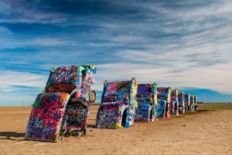 Nevel geschilderde auto's in de woestijn stock afbeeldingen