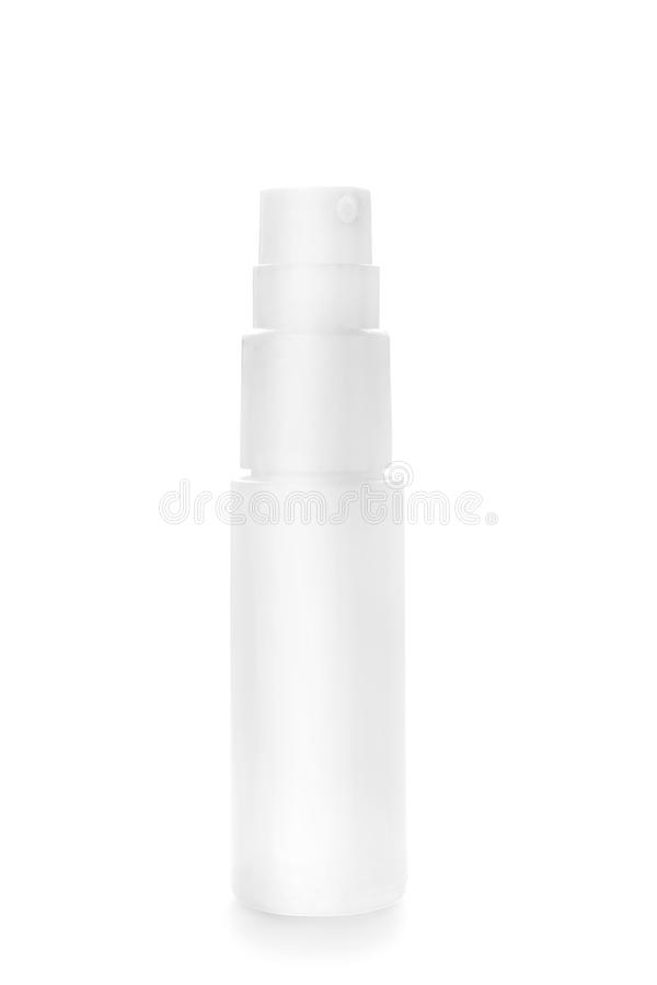 Nevel plastic die fles op wit wordt geïsoleerd stock afbeelding