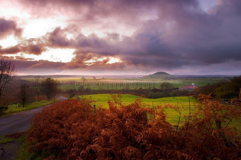 Nevelig Noord-York legt bij zonsondergang vast royalty-vrije stock afbeelding