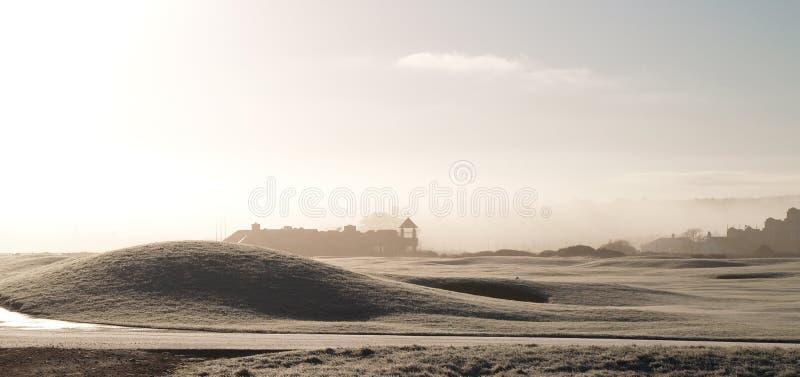 Nevelige de winterochtend in St Andrews, Schotland stock fotografie