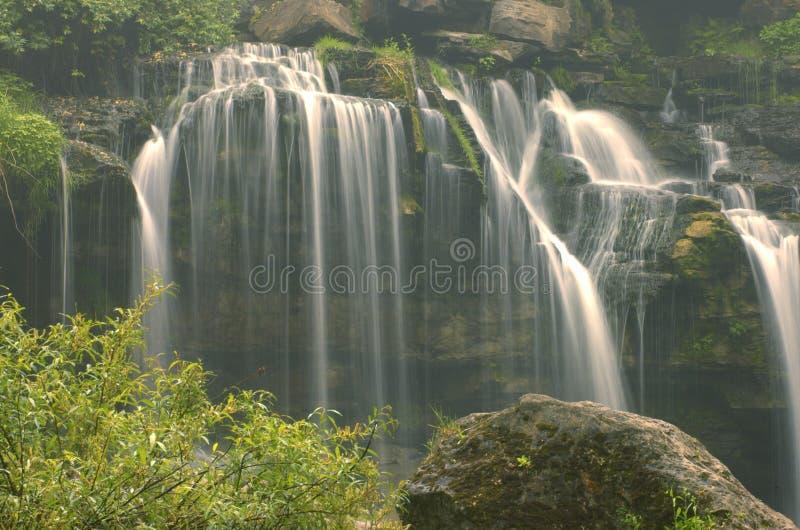 Nevelige Watervallen stock foto