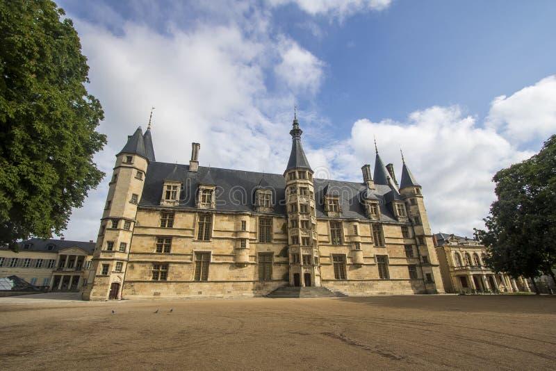 Nevers, Borgoña, Francia imagenes de archivo