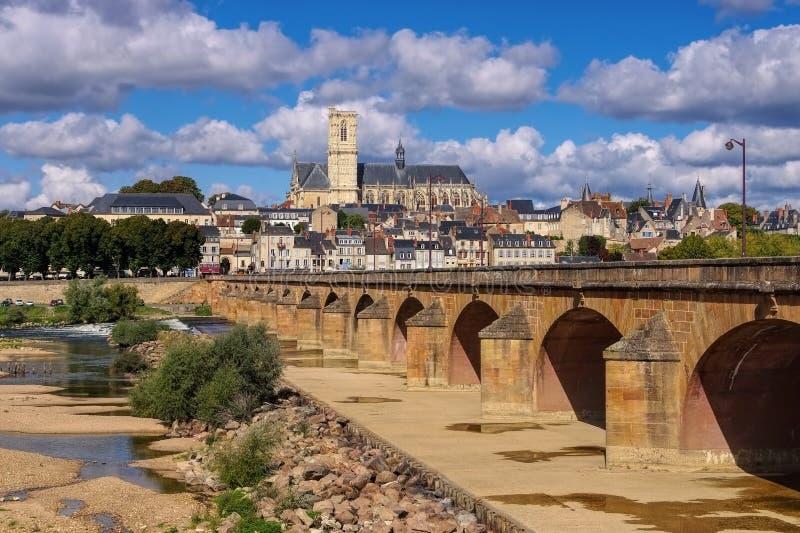 Nevers w Burgundy, katedrze i rzece, Loire obraz royalty free
