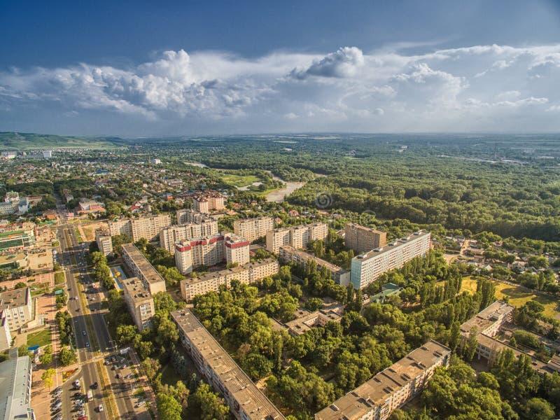 Nevinnomyssk van de binnenstad Rusland, het Stavropol-gebied Mening van de hoogte stock afbeelding