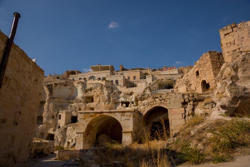 NEVSEHIR, ΤΟΥΡΚΙΑ: Εκκλησία του ST John το βαπτιστικό, χωριό Cavusin, Cappadocia Παλαιός βράχος φρούριο-holey ή τυριών στοκ φωτογραφίες