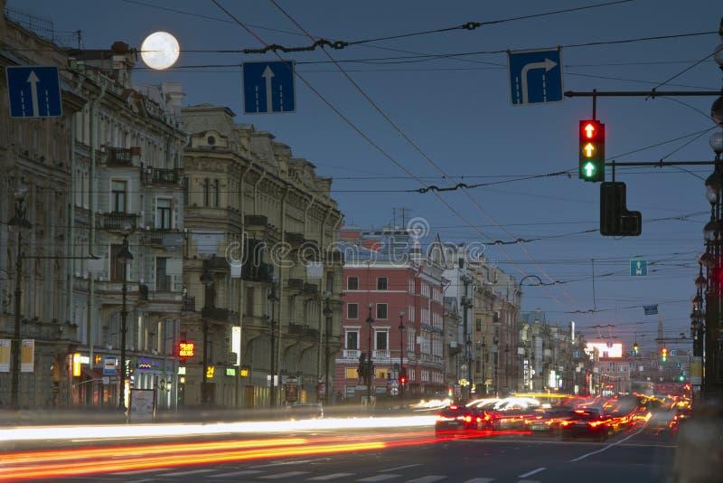 Download Nevsky Prospekt, St Petersburg, Russie Photo stock éditorial - Image du landmark, cafés: 45359533