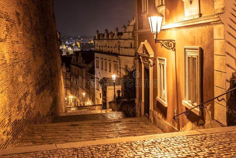 New Castle schodki przy Praga kasztelem nocą, Lesser miasteczko ćwiartka, Praga, republika czech zdjęcie royalty free