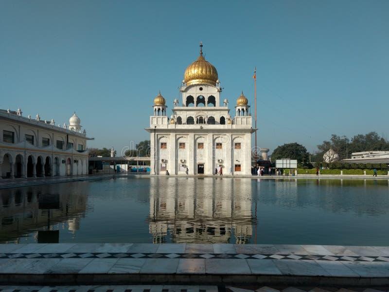 NEW DELHI, INDIA - April 18, 2019, Nanak Piao Sahib, Gurdwara, sarovar, watervijver royalty-vrije stock fotografie
