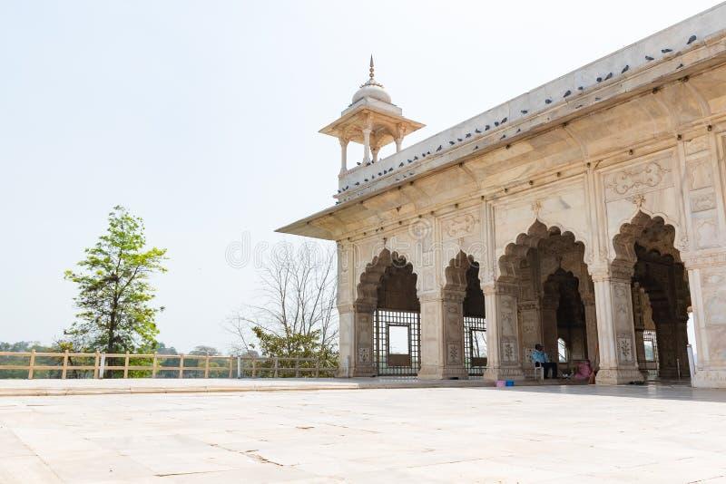 New Delhi, India, Mąci 30 2019 - turyści spacerują wokoło otomany Mahal Khas i, Czerwony fortu kompleks, Stary Delhi obrazy royalty free