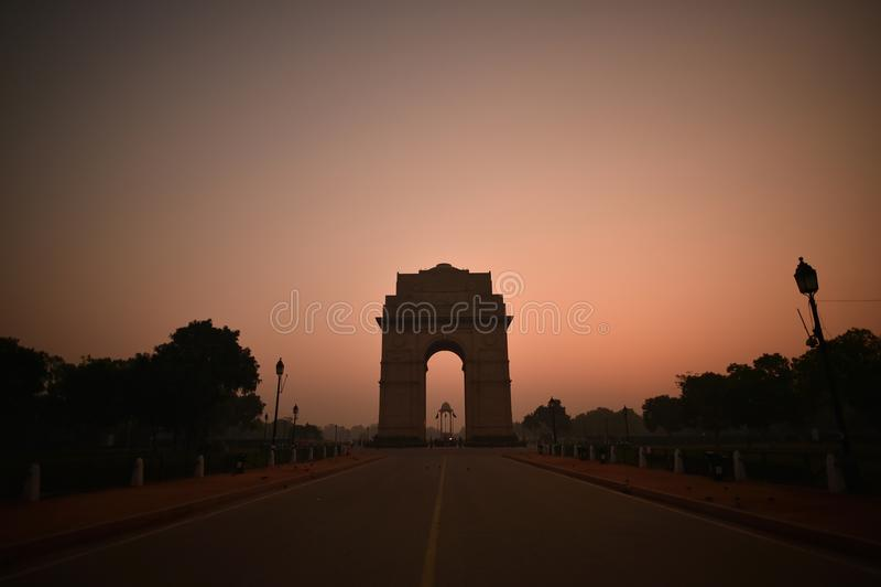New Delhi, India, 24 November, 2017: Bezoeker op de Poort van India vroege ochtend royalty-vrije stock afbeelding
