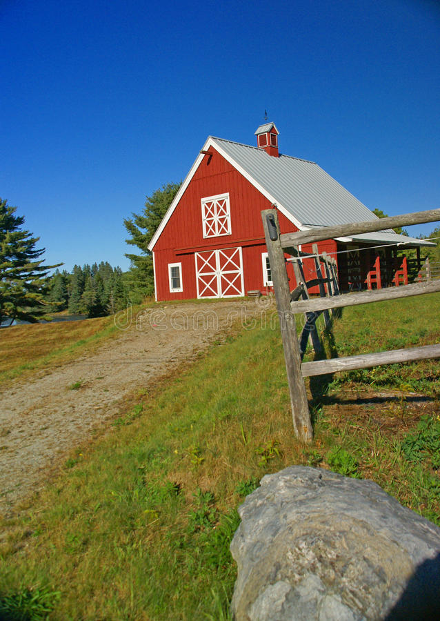 Download New England red barn stock image. Image of farmhouse - 15009667