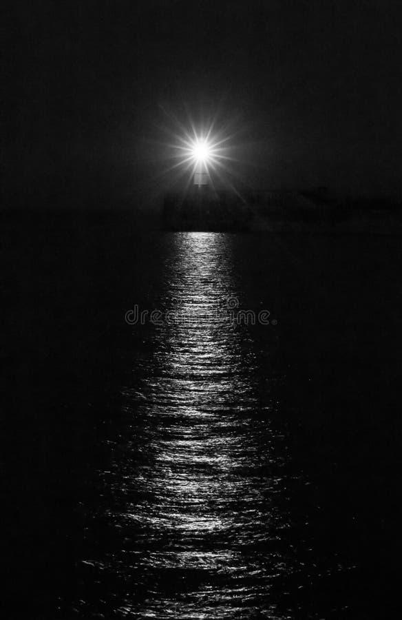 New Haven fyr på natten i svartvitt fotografering för bildbyråer