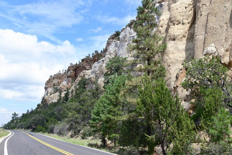 New Mexico, Rotsklippen op Nationaal het Behoudsgebied van Gr Malpais: Versmalt royalty-vrije stock fotografie