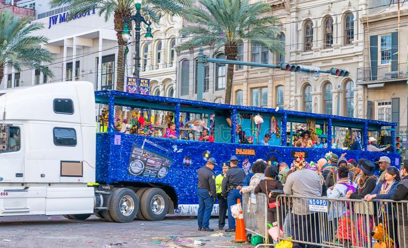 NEW ORLEANS - FEBRUARY 9, 2016: Tourists along city streets on M royalty free stock photos