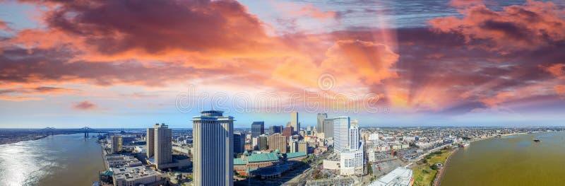 New Orleans LA Flyg- panoramautsikt på solnedgången royaltyfri foto