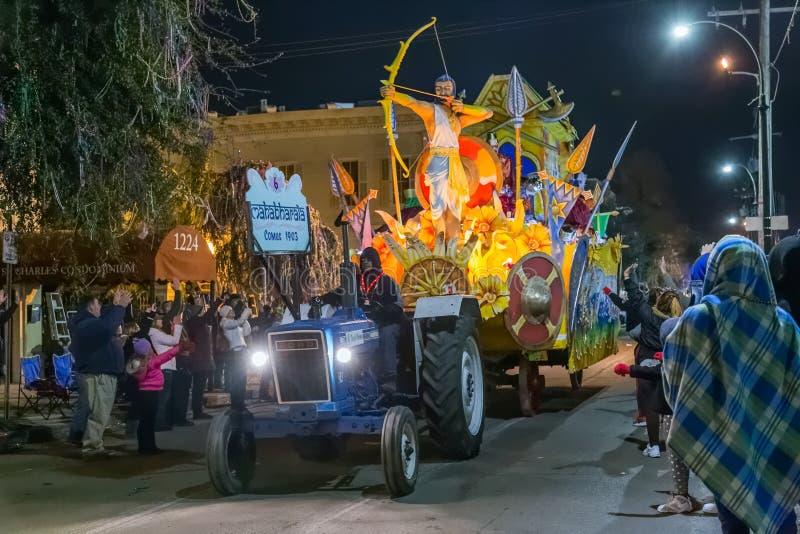 New Orleans LA/USA - circa Februari 2016: Krewe av Comus ståtar in under Mardi Gras i New Orleans, Louisiana fotografering för bildbyråer