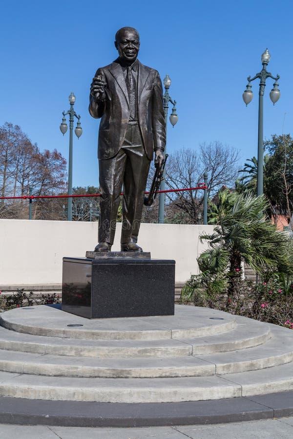 New Orleans, LA/USA - circa Februari 2016: Louis Armstrong Memorial Statue in het park in New Orleans, Louisiane royalty-vrije stock fotografie