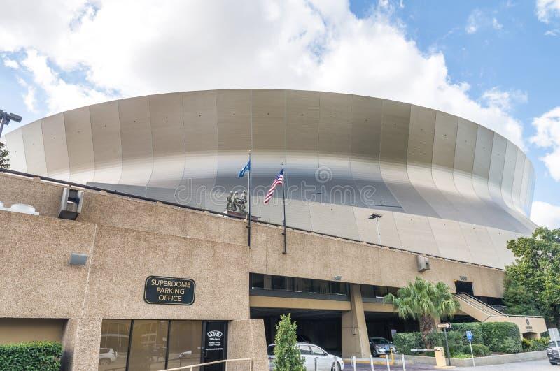 NEW ORLEANS, LOS E.E.U.U. - FEBRERO DE 2016: Mercedes-Benz Superdome en un s fotos de archivo