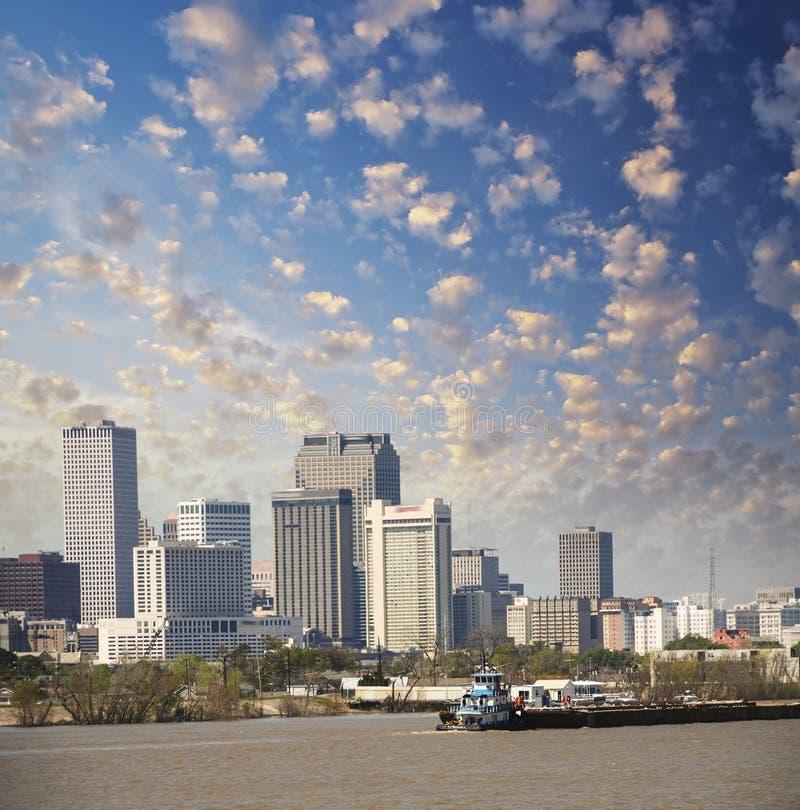 New Orleans, Luisiana. Río Misisipi y cielo hermoso de la ciudad foto de archivo libre de regalías