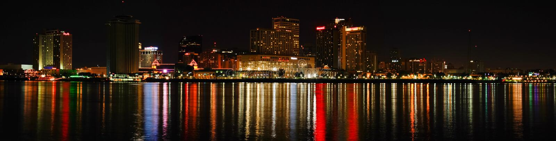 New Orleans - orizzonte variopinto alla notte fotografie stock