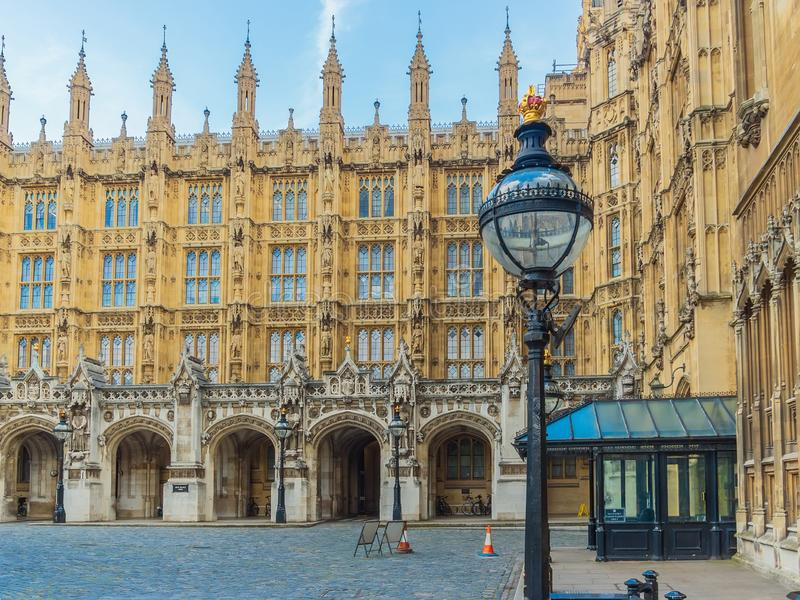 The New Palace Yard of the Westminster Palace and the Houses of Parliament, Londres, Reino Unido fotografía de archivo