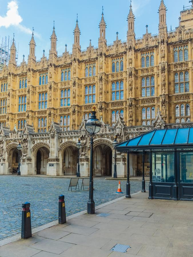 The New Palace Yard of the Westminster Palace and the Houses of Parliament, Londres, Reino Unido imagen de archivo
