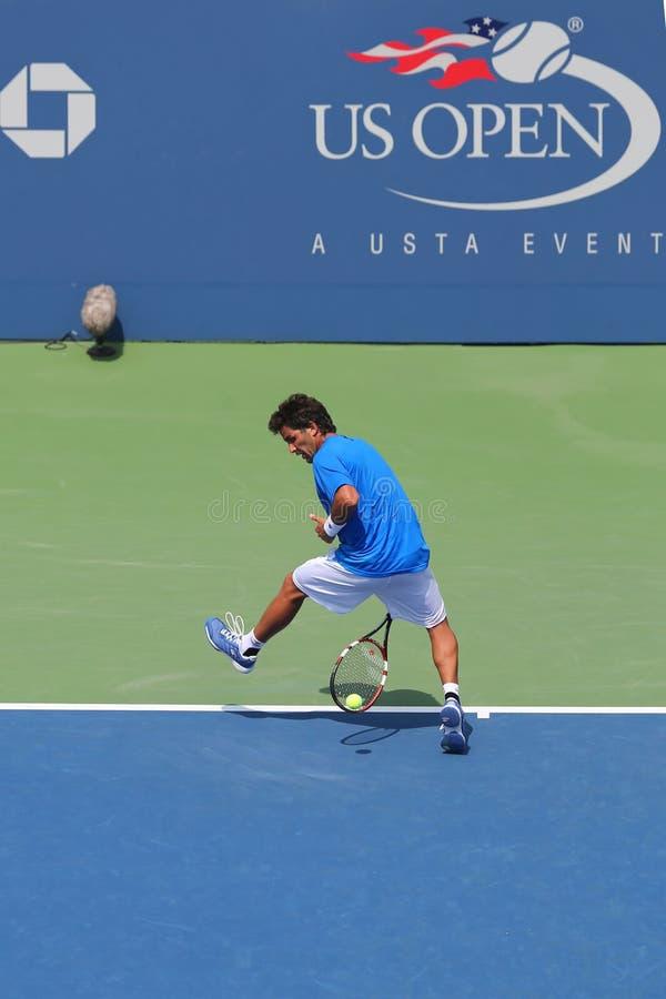 NEW YORK - 26 AGOSTO: Tennis professionista Massimo Gonzales che usando Tweener durante la seconda partita del giro all'US Open 2 fotografia stock