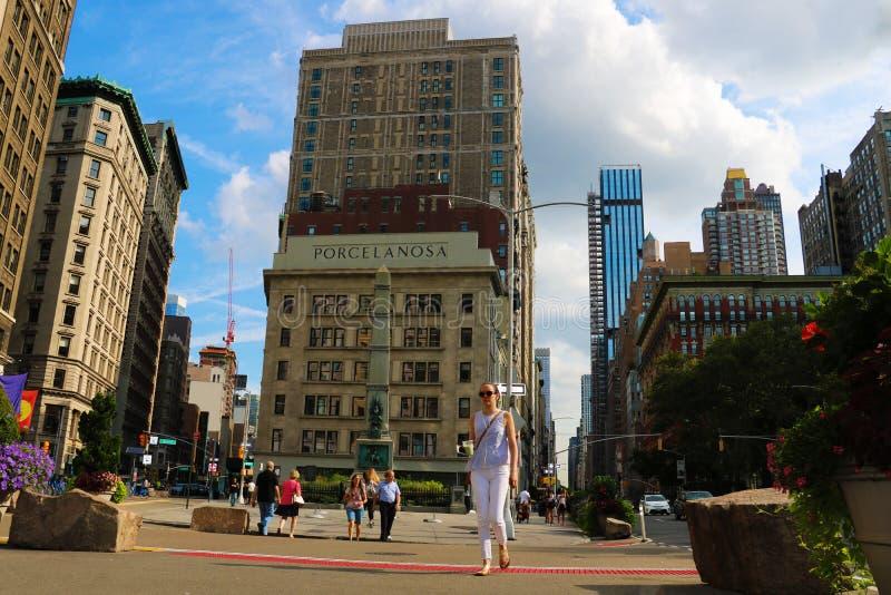 New York - 25 agosto 2018: Vista della costruzione di criterio del commodoro, ora rinominata edificio di Porcelanosa, alla giunzi fotografia stock libera da diritti