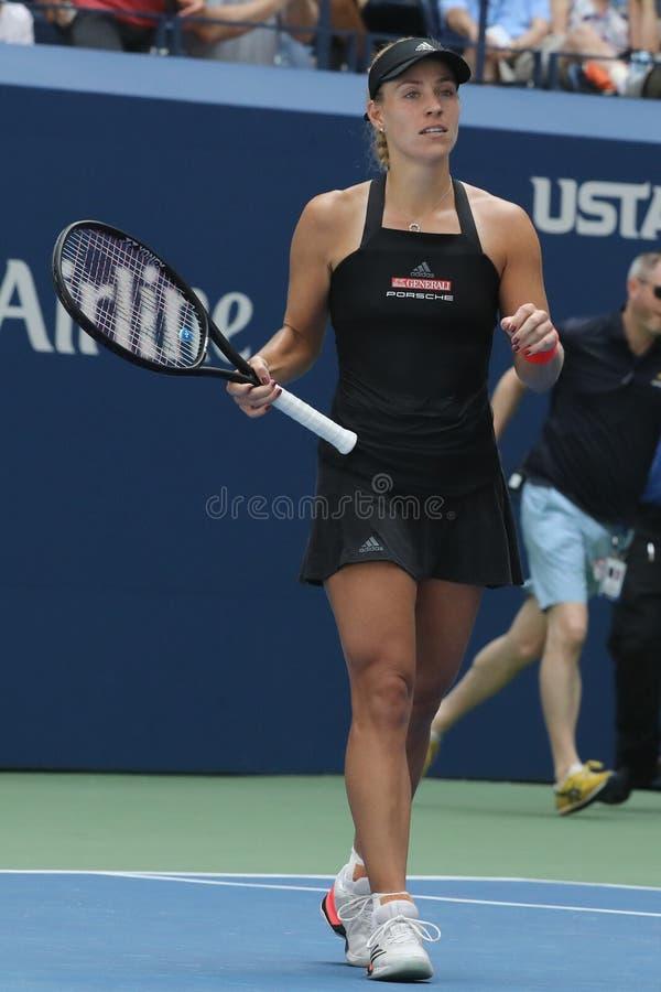 NEW YORK - 30. AUGUST 2018: Grand Slam-Meister Angelique Kerber von Deutschland feiert Sieg nach ihrer US Open-zweiten Runde 2018 lizenzfreie stockfotos