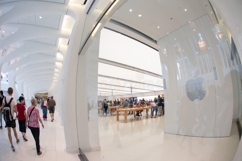 NEW YORK - Augustus 2018: Apple-opslag in Oculus, de Hub van het World Trade Centervervoer in New York, de V.S. stock fotografie