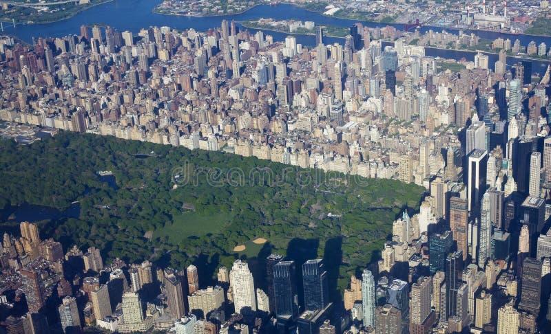 New York Central Park und Manhattan von der Luft lizenzfreies stockfoto