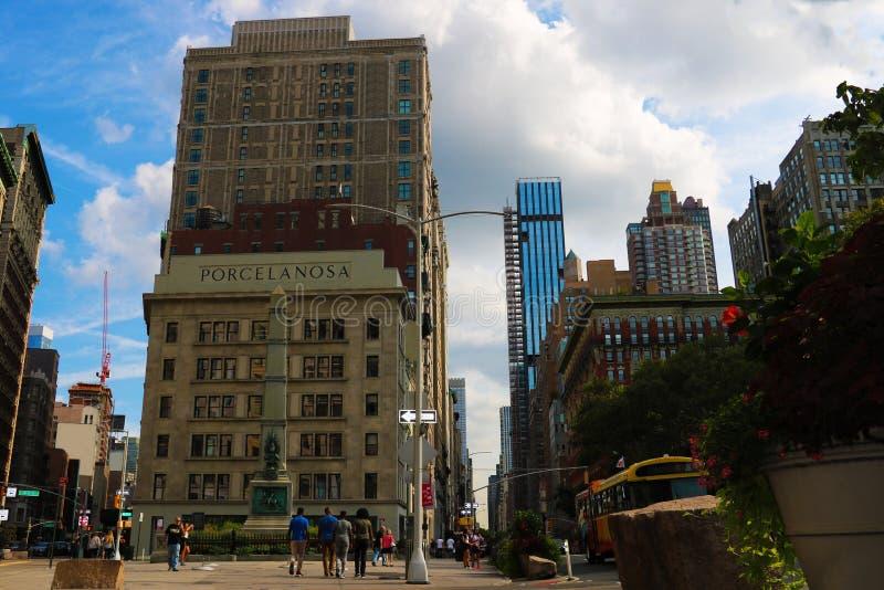 New York City - 25. August 2018: Ansicht des Flottenadmiral-Kriteriumsgebäudes, jetzt umbenannt Porcelanosa-Gebäude, an der Kreuz stockbild