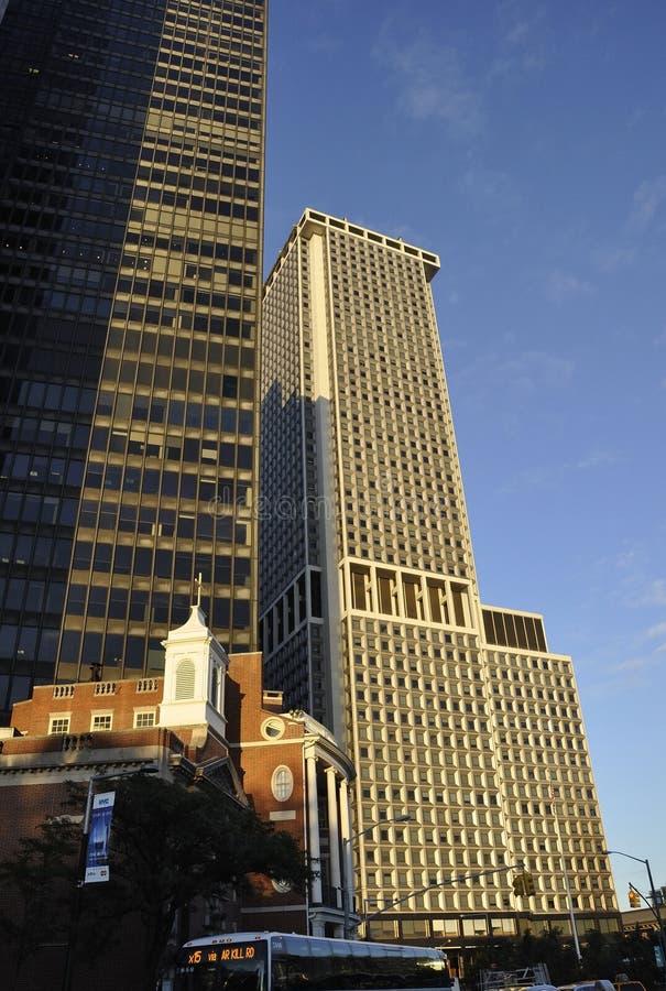 New York City, am 3. August: Wolkenkratzer an der Dämmerung von Manhattan in New York lizenzfreies stockfoto