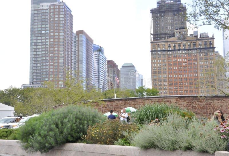 New York City Augusti 2nd: Skyskrapasikten från batteriet parkerar i Lower Manhattan New York City royaltyfri fotografi
