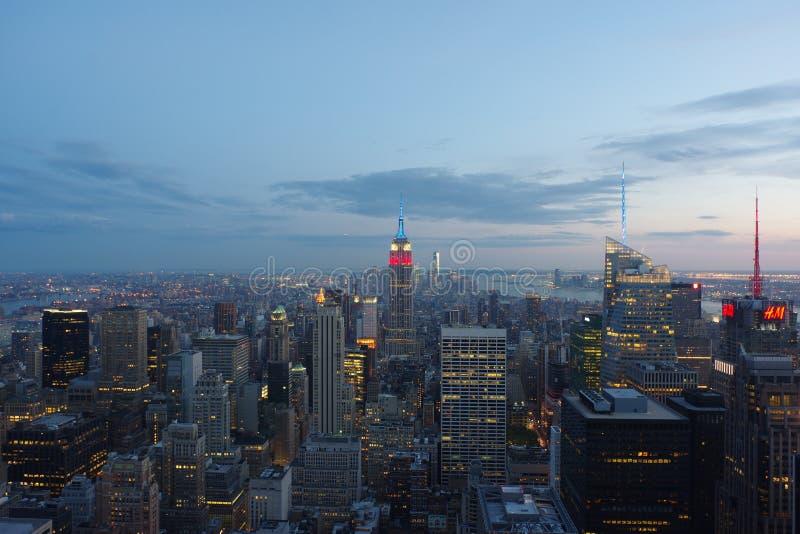 New York City bei dem Sonnenuntergang genommen von der Spitze des Felsens stockbild