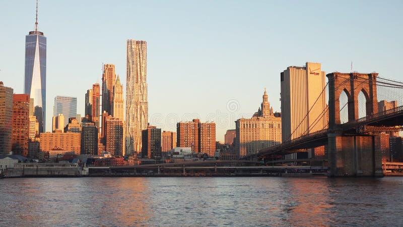 New York City Brooklyn bro på skymning royaltyfri bild