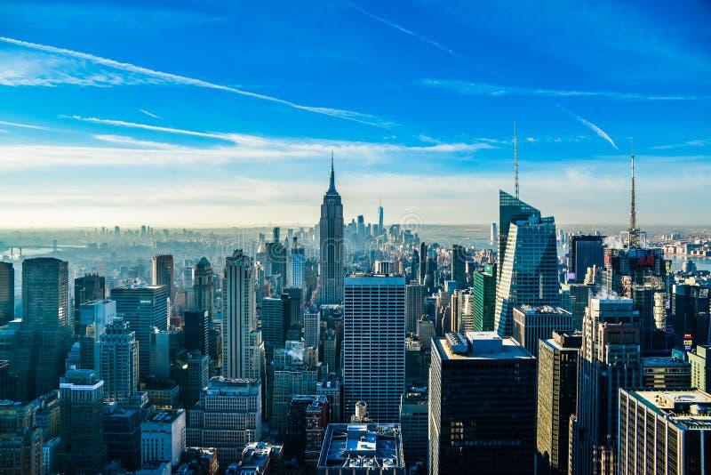 New York City com Empire State Building e One World Trade Center no fundo fotos de stock