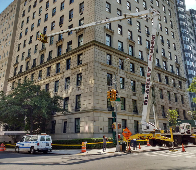 New York City Crane Work, Upper East Side, 5th Avenue, NYC, NY, USA stock images