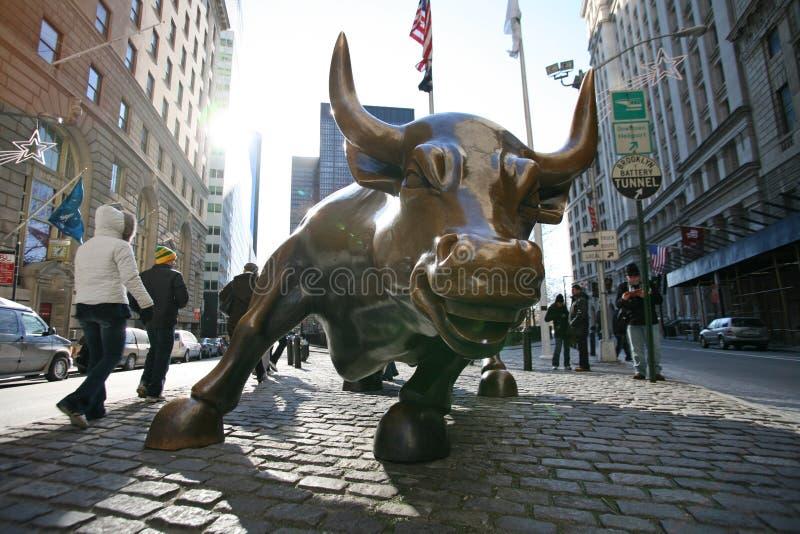 NEW YORK CITY, das Stier in niedrigerem auflädt stockfoto
