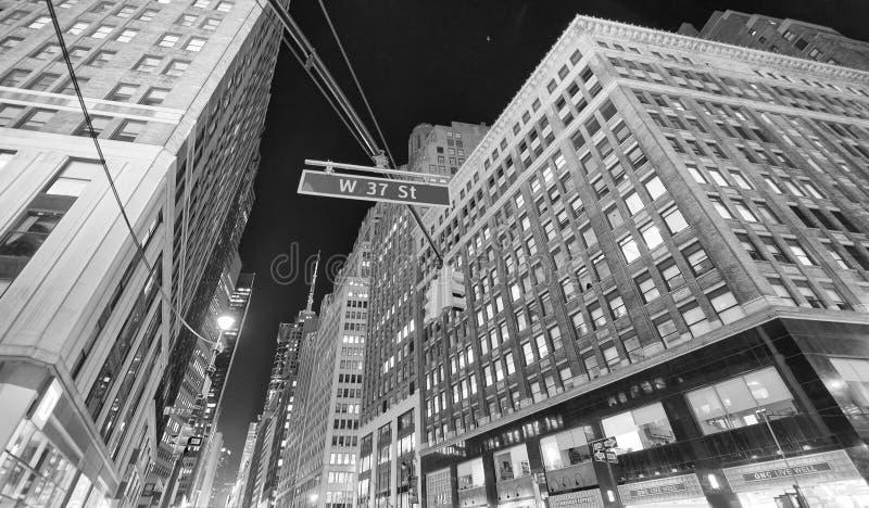 NEW YORK CITY - 24 DE OCTUBRE DE 2015: Opinión hermosa de la calle de Midto fotos de archivo libres de regalías