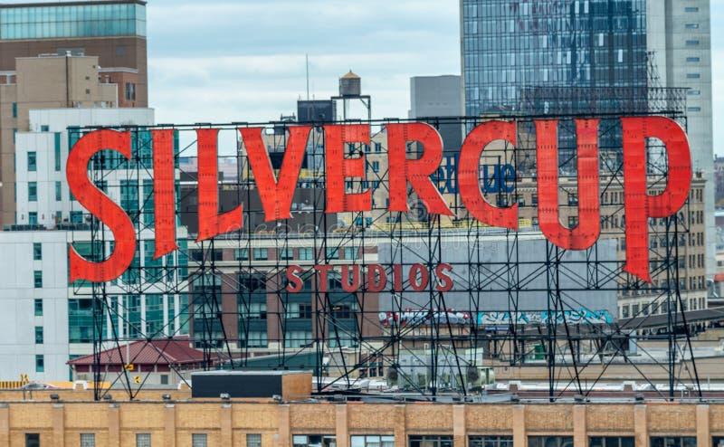 NEW YORK CITY - 24 DE OUTUBRO DE 2015: Sinal dos estúdios de Silvercup na parte superior fotografia de stock royalty free