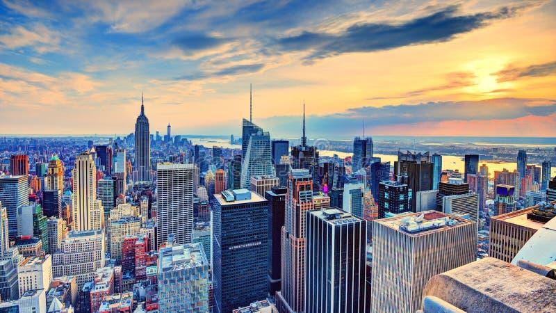 New York City an der Dämmerung stockfotos