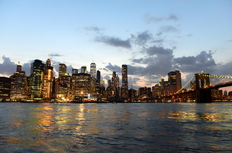 New York City, distrito financeiro em mais baixo Manhattan com Brookl foto de stock
