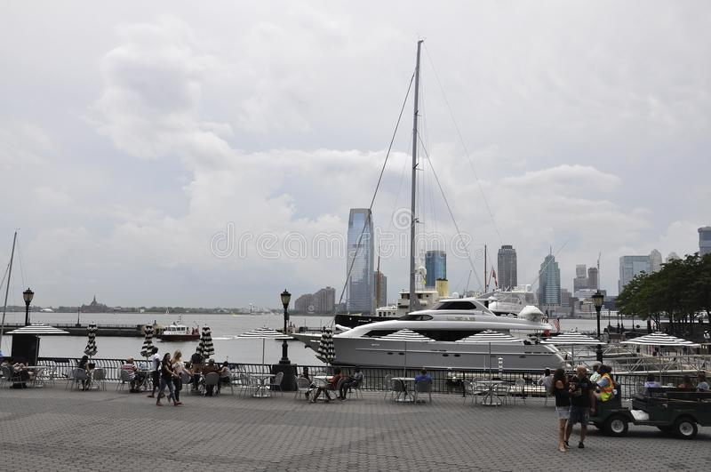 New York City, el 2 de julio: Panorama de New Jersey de la costa del lugar de Brookfield de New York City en Estados Unidos imagen de archivo libre de regalías